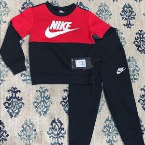 🌺NWT- Nike 2 Piece Fleece Outfit